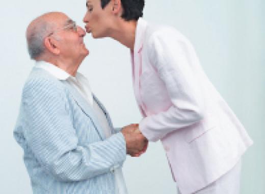 Старик и молодая женщина, частный фото женский