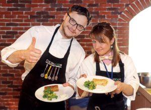 Своими секретами приготовления здоровых сладостей делятся шеф-повар московской кулинарной студии «Culinaryon» Дмитрий Романовский и су-шеф Мария Глазунова.
