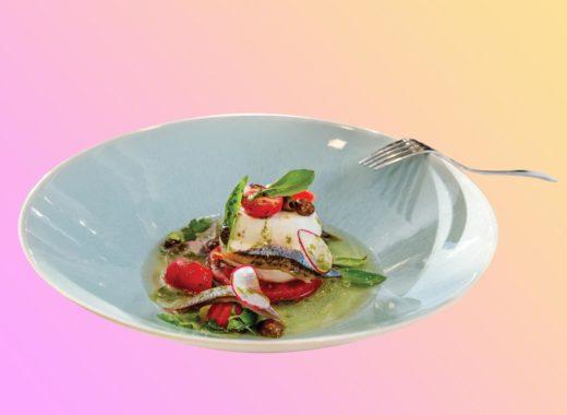 Моцарелла с томатами и филе сайры