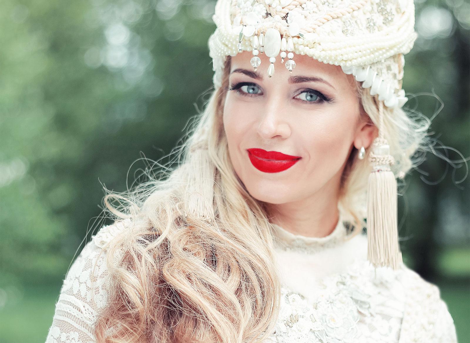 Олеся Евстигнеева, певица, заслуженная артистка России