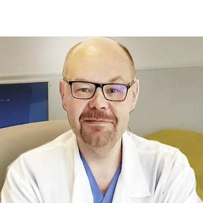 Доктор медицинских наук, сердечно-сосудистый хирург, профессор кафедры госпитальной хирургии медицинского факультета РУДН Алексей Михайлович Зудин
